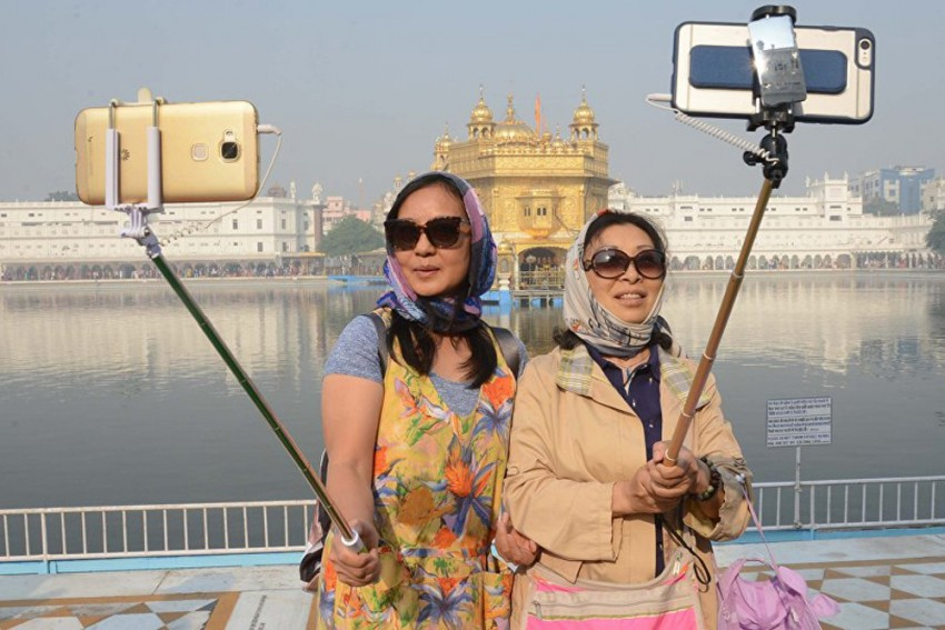 Why India Is Not A Favourite Tourist Destination For Affluent Chinese