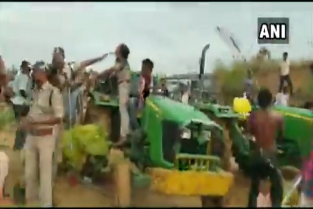 Telangana: Woman Official Goes On Plantation Drive, TRS Men Thrash Her With Sticks -- VIDEO