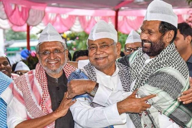After Nitish Kumar, Amit Shah Rebukes Giriraj Singh Over Iftar Remark