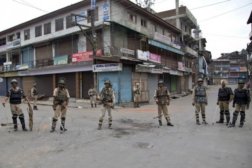 Clashes Following Eid Prayers At Some Places In Kashmir