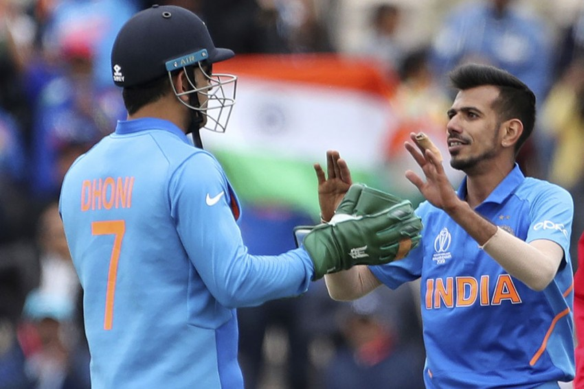 Cricket World Cup: Angry Indian Fans Take On ICC, Urge MS Dhoni Not To Remove Army Insignia From His Wicket-Keeping Gloves
