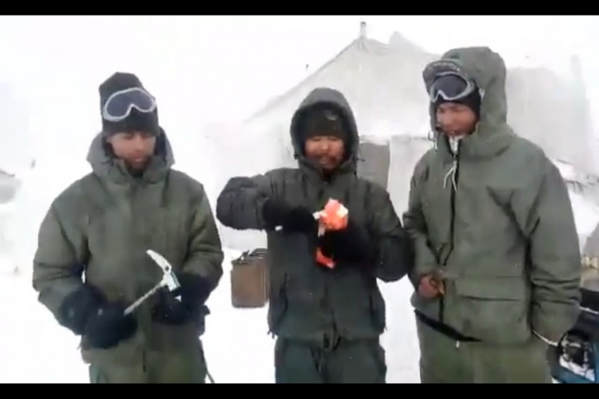 WATCH: In Siachen's -70-Degree Temperature, Soldiers Use Hammer To Break Eggs, Vegetables