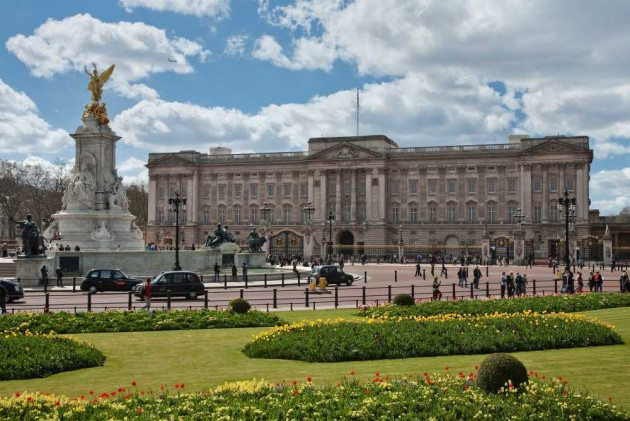 22-Year-Old 'Intruder' Man Arrested After Scaling Buckingham Palace Gates