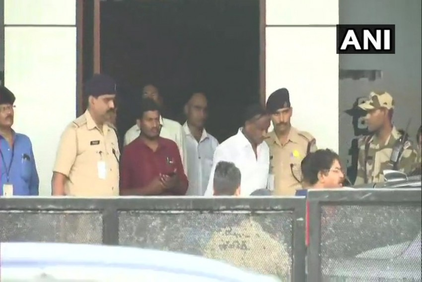 Day After Announcing Resignation Withdrawal, Cong MLA Heads To Mumbai With BJP Members