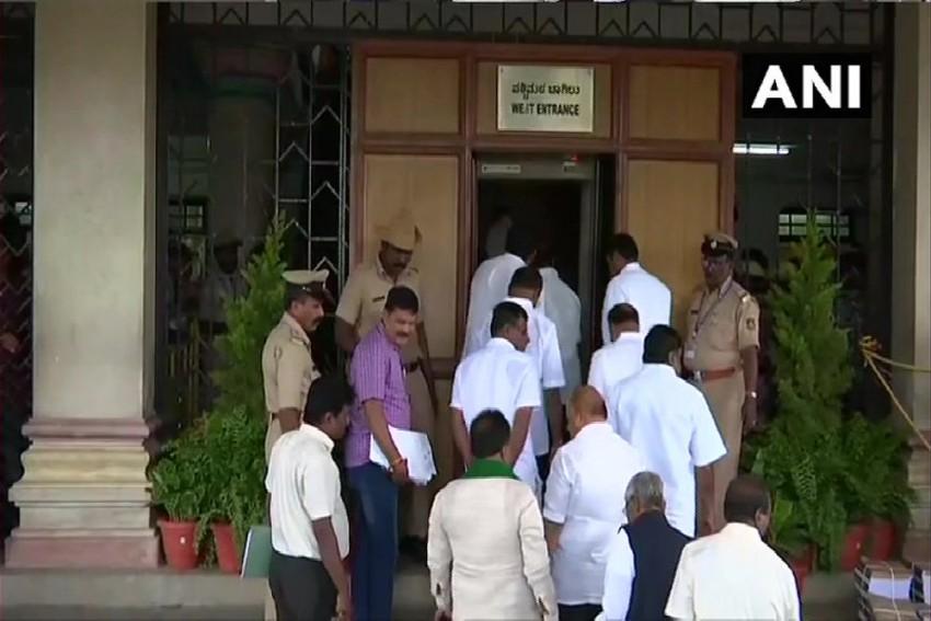 Rebel Karnataka MLAs Locked In Hectic Parleys, BJP Demands Trust Vote On Monday
