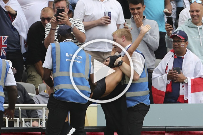 NZ Vs ENG, Cricket World Cup Final: Female Streaker Promoting Adult Website Tries To Invade Lord's Pitch – VIDEO