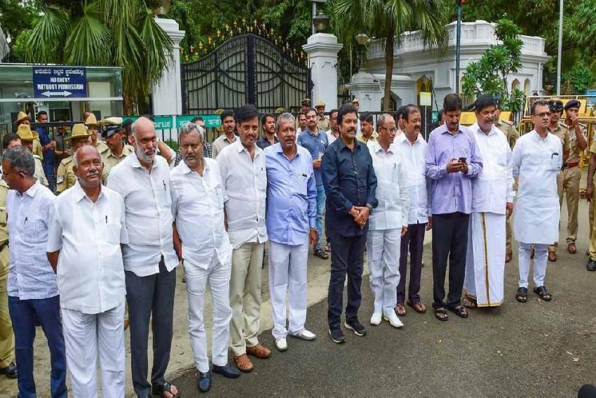 Two Karnataka Rebel MLAs Fail To Appear Before Speaker For Hearing