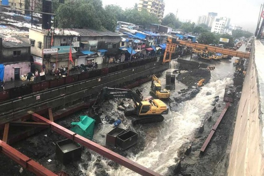 LIVE Updates: Trains, Flights Hit In Mumbai Due To Heavy Rains, Public Holiday Declared