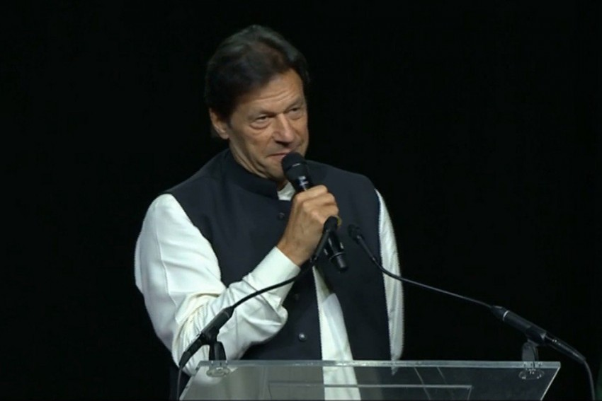 Imran Khan Promises to Make Pakistan World's 'Best Cricket Team'