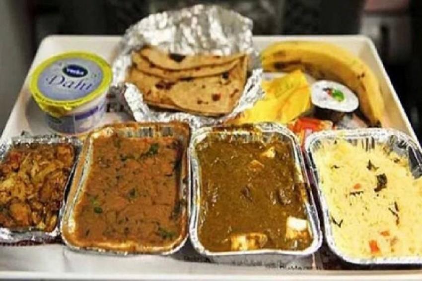 Lizard In Railway Food! A Senior Citizen's Trick To Score Free Meals