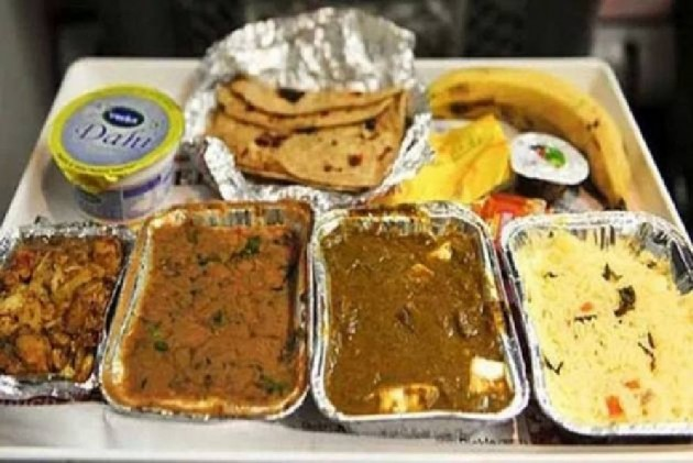 Lizard In Railway Food! A Senior Citizen's Trick To Score Free Meals
