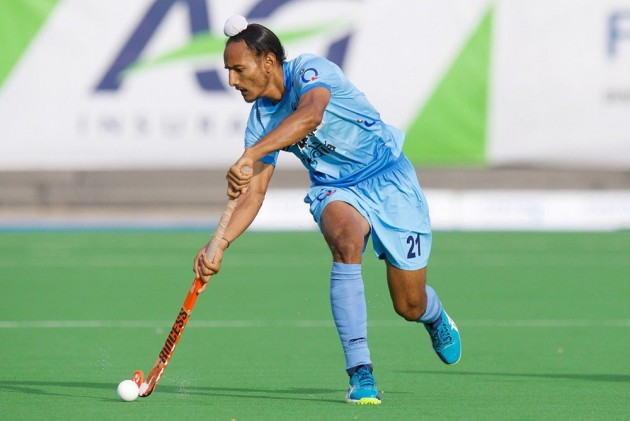 Indian Hockey Players Devinder Walmiki Harjeet Singh Sign Up With