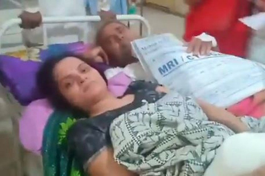 Man, Woman Forced To Share Stretcher In MP's Largest Govt Hospital In Indore