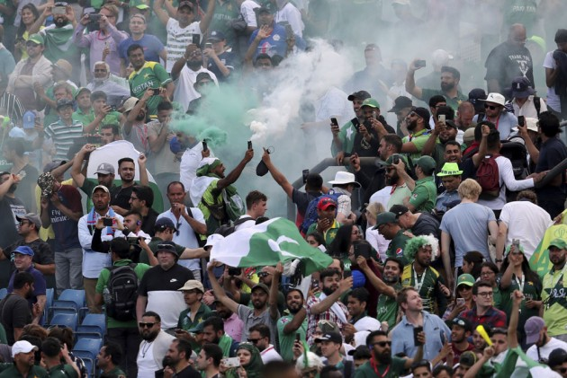 Cricket World Cup: What If Pakistan Score 1000 Runs! Read Hilarious Reactions As PAK Face Impossible Task To Make Semis