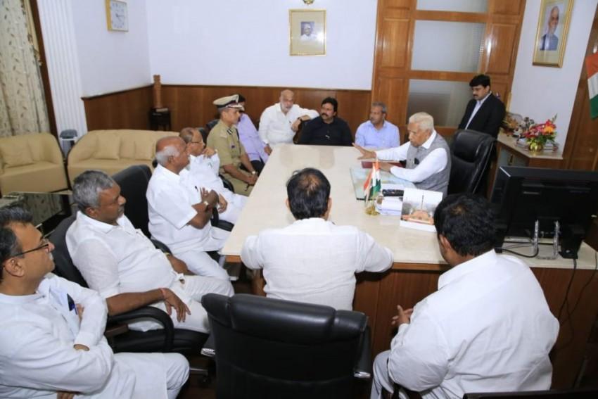 Karnataka Crisis LIVE | 11 Cong-JDS MLAs Submit Resignation; Surjewala Says BJP 'Buying' MLAs In Broad Daylight