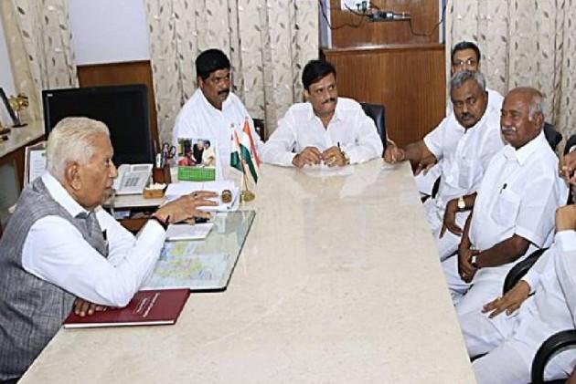Karnataka Crisis Live: No Question Of Going Back To Bengaluru, Says