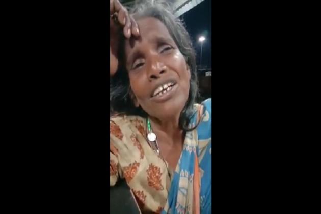 Watch: Elderly Woman's Beautiful Rendition Of Lata Mangeshkar's Song At Bengal Railway Station