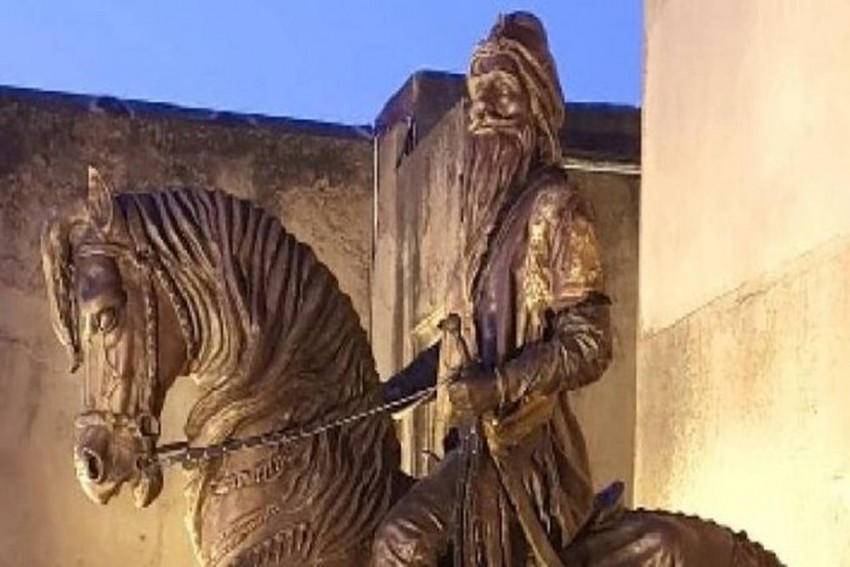 Nine-Feet Statue Of Maharaja Ranjit Singh Vandalised In Pakistan