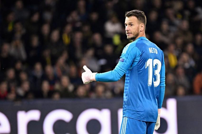 La Liga: Barcelona Goalkeeper Neto To Undergo Surgery After Injuring Left Wrist