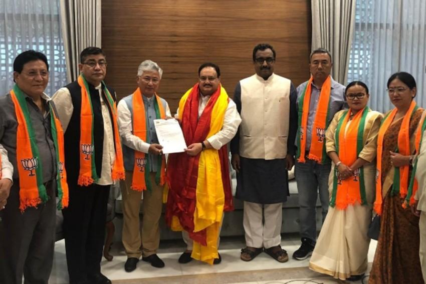 10 MLAs Of Pawan Kumar Chamling's Sikkim Democratic Front Join BJP