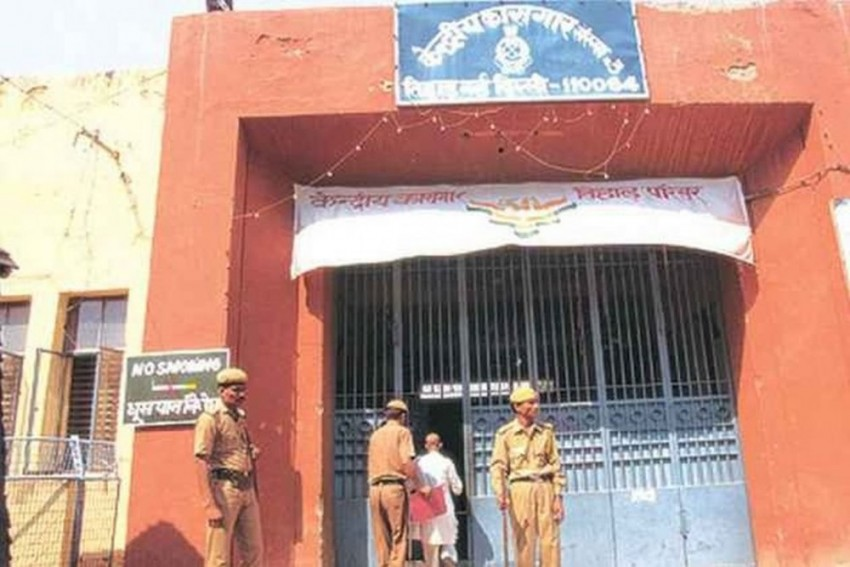 Woman Posing As An NGO Worker Breaches Tihar Security, Turns Jail Into 'Date Spot'