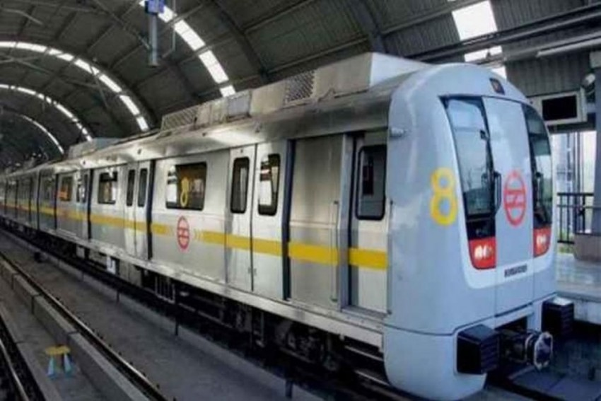 Man Commits Suicide Jumping Before Speeding Train at Delhi's Tagore Garden Metro Station