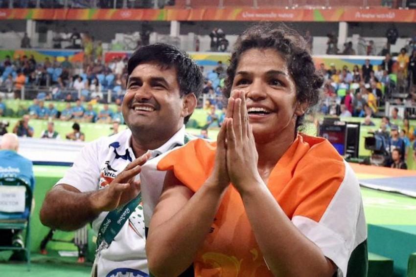 Blame It On Rakhi! Olympic Medallist Sakshi Malik Leaves National Wrestling Camp Without Permission