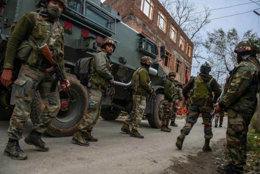 J&K: Two Soldiers Injured In Shopian Encounter