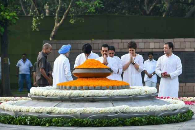Top Congress Leaders Pay Tribute To Former PM Rajiv Gandhi On 75th Birth Anniversary