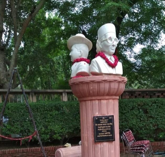 NSUI Blackens Savarkar Statue Installed By ABVP-led DUSU At Delhi University
