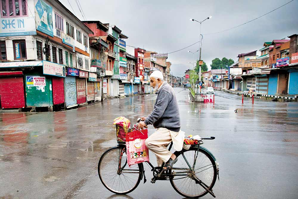 A Day In Paradise: 'No One Needs A Bullet To Kill... A Stone Can Do It' - Fear Factor Grips Kashmir Valley