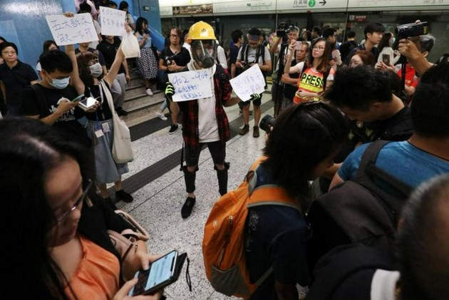 Hong Kong Police Fire Tear Gas As Pro-Democracy Protests Take Violent Turn Again