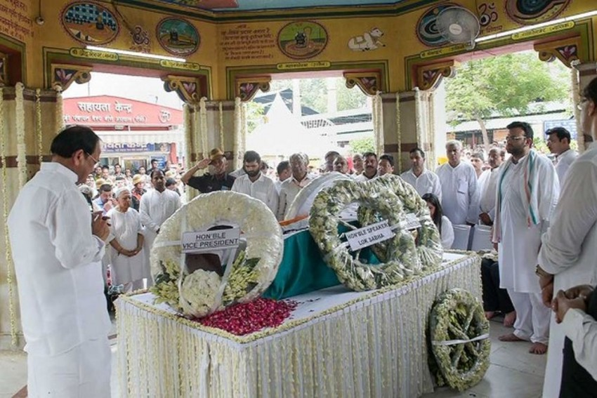 Arun Jaitley Cremated With Full State Honours At Nigambodh Ghat In Delhi
