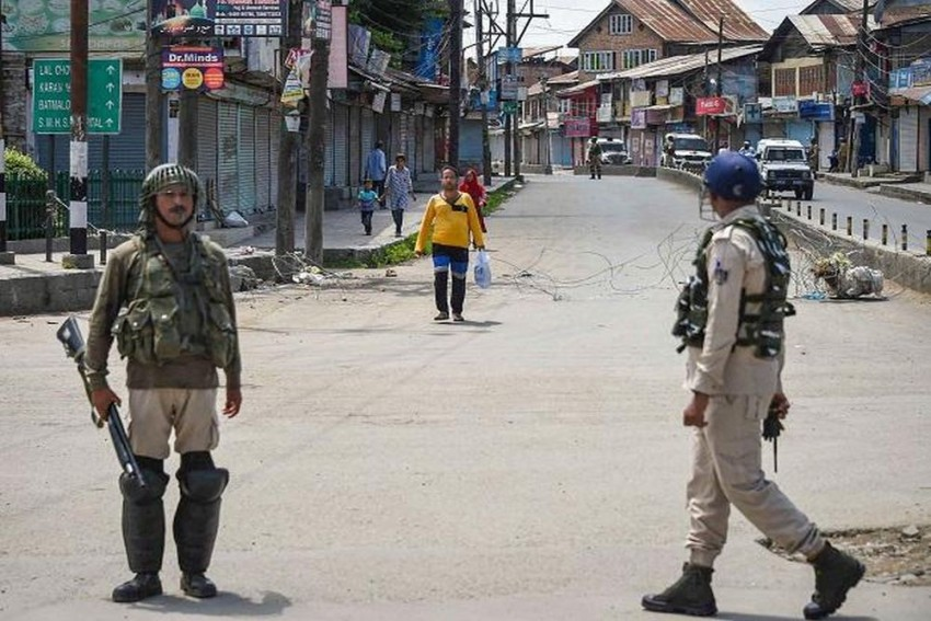 Day 22: Restrictions, Communication Blockade Continue In Kashmir; Schools, Businesses Remain Shut