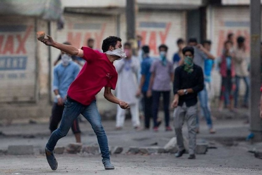 Driver Killed In Kashmir As Protesters Hurl Stones At Truck Mistaking It For Police Vehicle