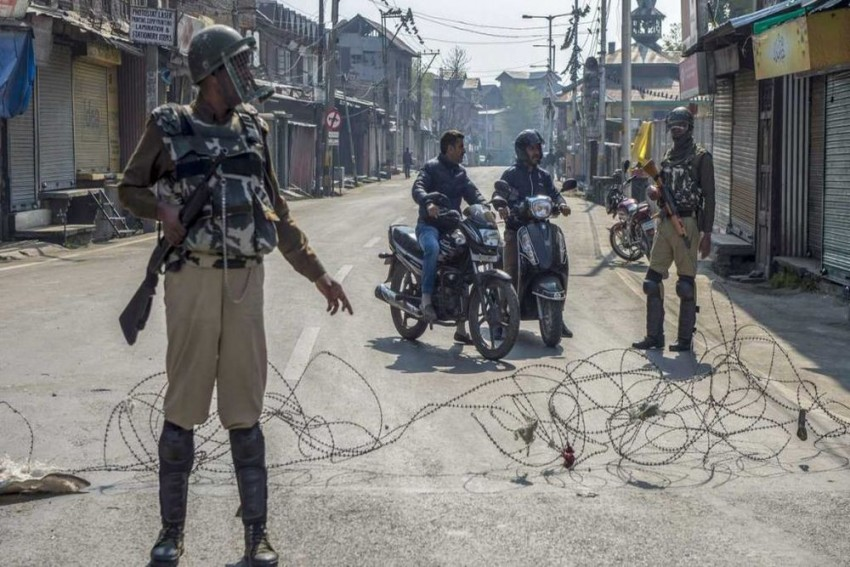 Kashmir Media Restrictions: Supreme Court Issues Notices To Centre, J&K Administration