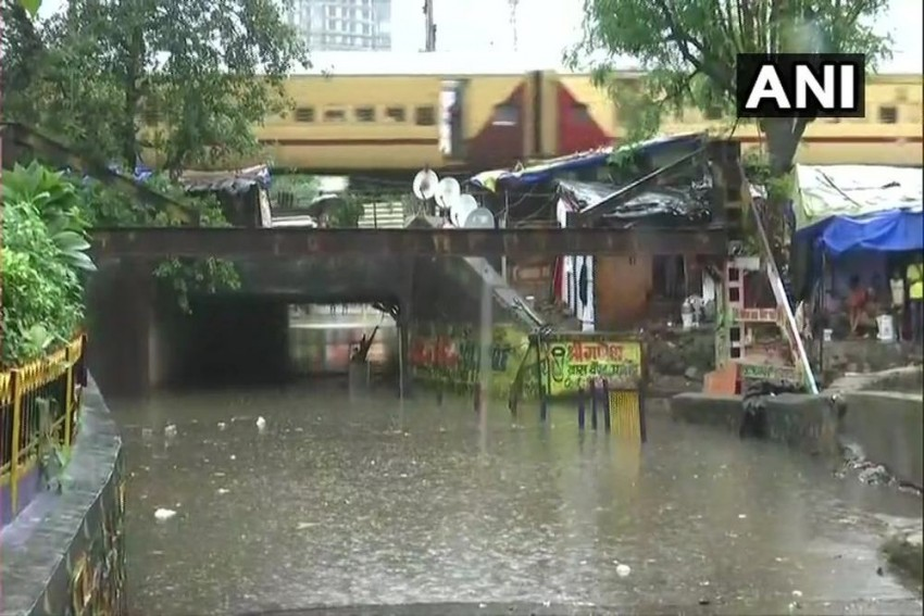 Extremely Heavy Rainfall Warning For Mumbai; Holiday For Schools, Colleges