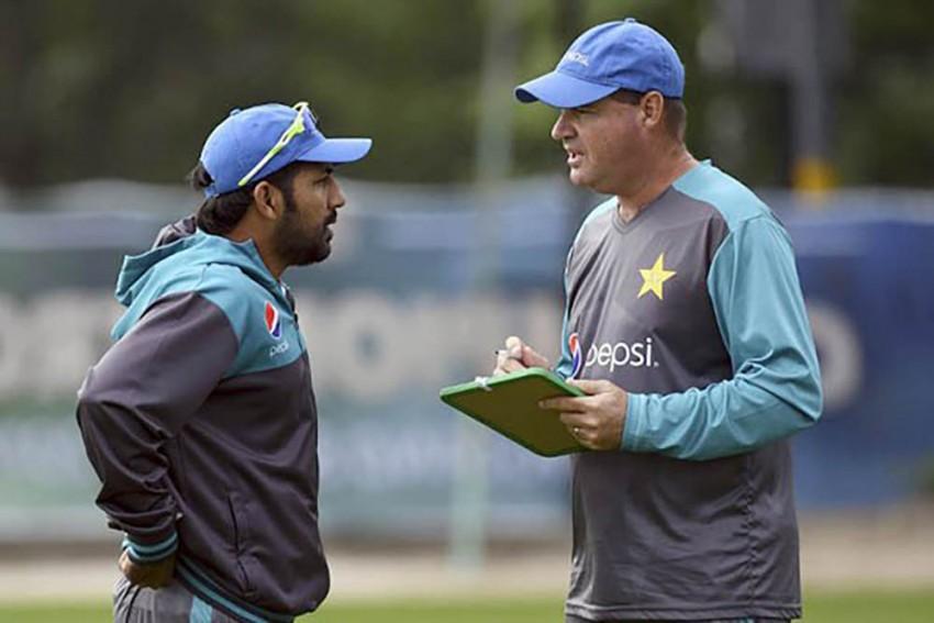 Pakistan Cricket Team Head Coach Mickey Arthur Recommends Sarfaraz Ahmed Captaincy Sacking: REPORT