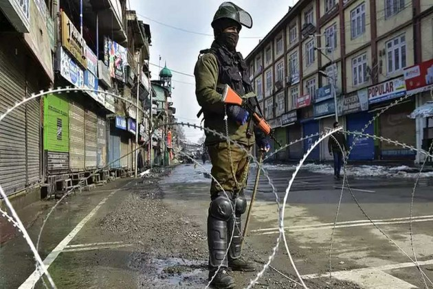 As Kashmir Reels Under Curfew And Communication Blackout, Article 370 Scrapped, J&K Bifurcated