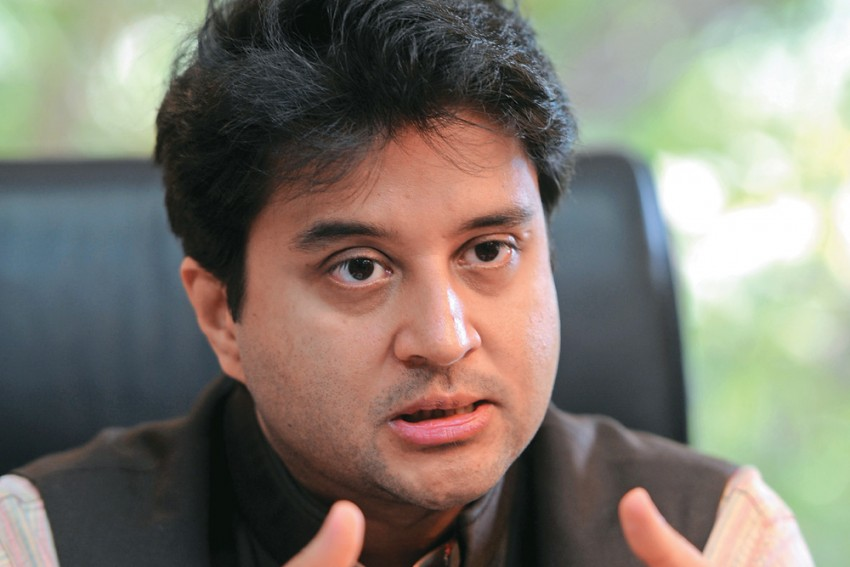 Voices Of Dissent Within Congress Over Article 370, J&K Bifurcation
