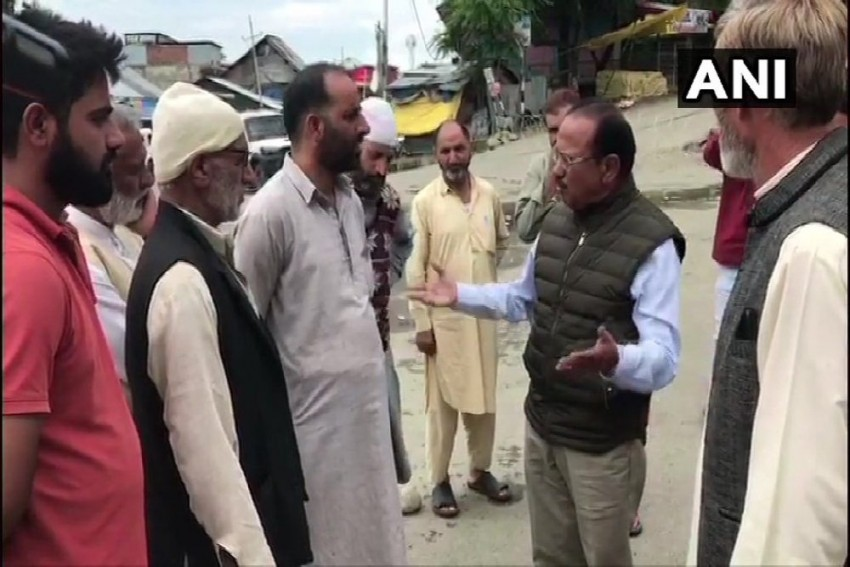 NSA Ajit Doval Visits Kashmir, Shares Meal With Locals