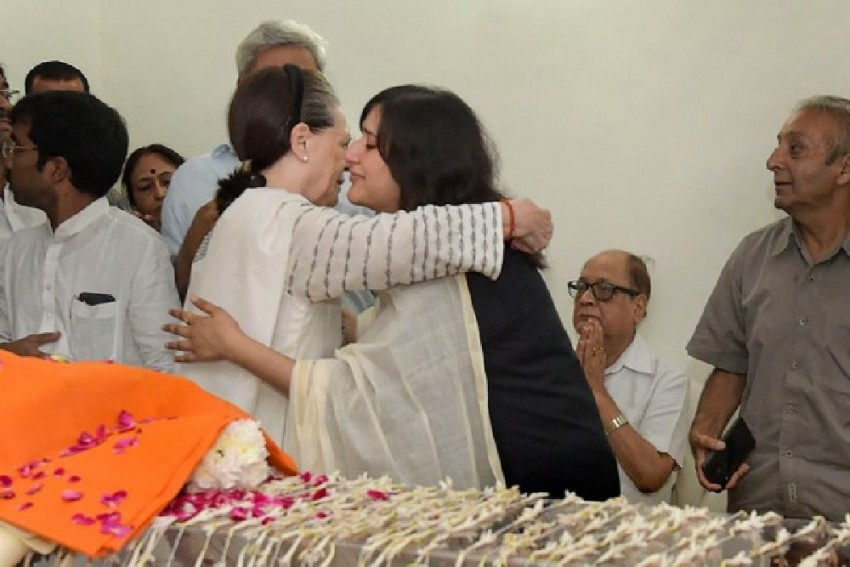 'I Feel Her Loss Greatly': Sonia Gandhi In Letter To Sushma Swaraj's Family