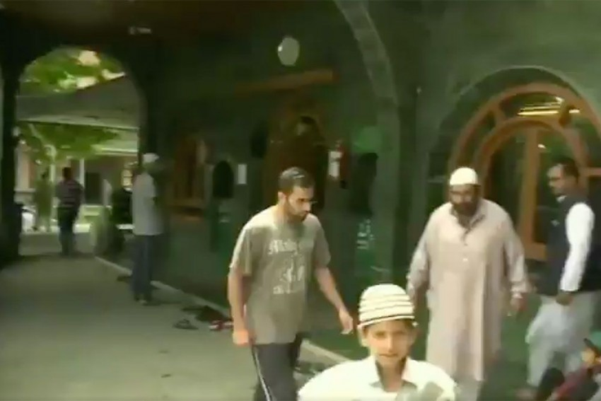 Restrictions In Kashmir Eased For Friday Prayers, Prohibitory Orders Withdrawn In Jammu