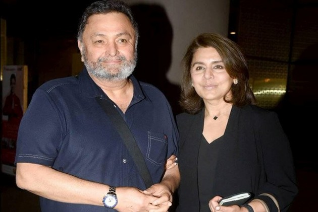 Rishi Kapoor Returns To India With Wife Neetu Kapoor After Treatment From New York