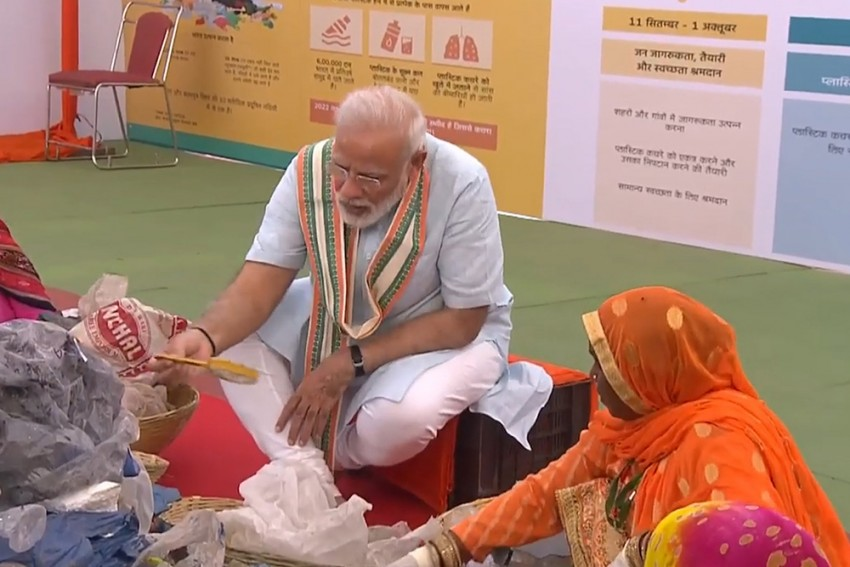 PM Modi Sits With Rag-Pickers, Picks Plastic From Garbage
