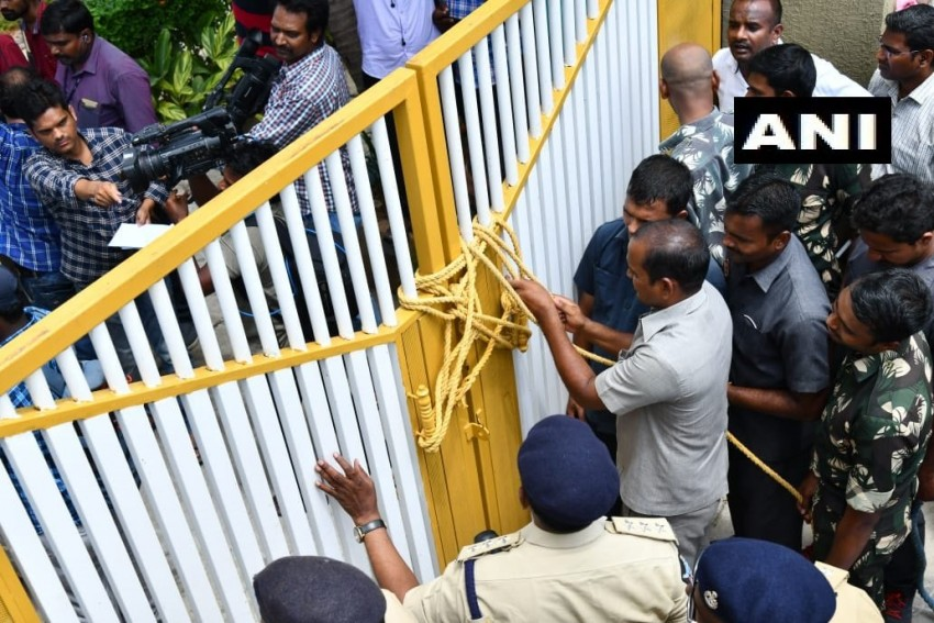 'Unprecedented In History,' Says Chandrababu Naidu, Under House Arrest; Police Lock Gates