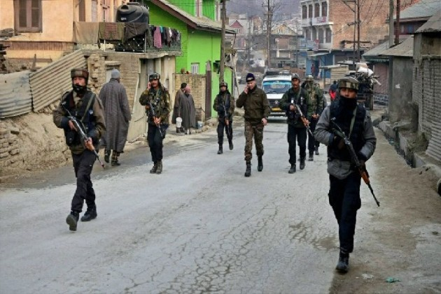 Suspected Militants Snatch Rifle From PDP's Security Guard In Kishtawar, Curfew Imposed