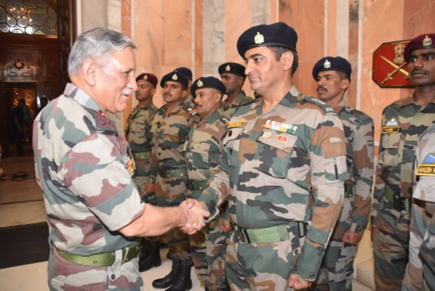 Chief Of Army Staff Interacts With Record-Breaking Whitewate Rafting Team