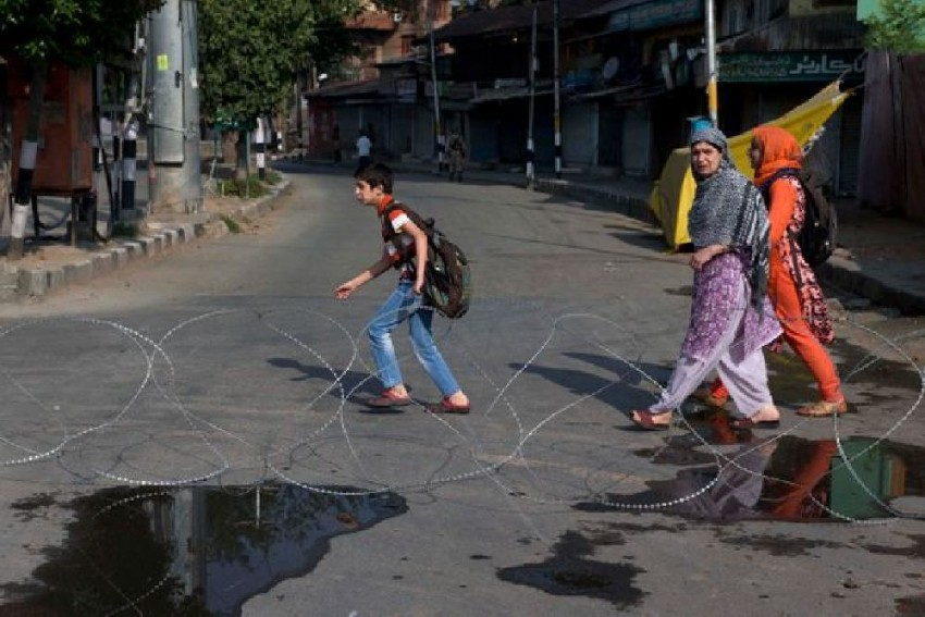 Life In Kashmir Remains Crippled For 41st Consecutive Day After Scrapping Of Article 370