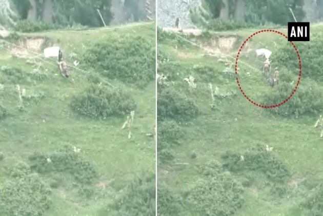 Pakistan Army Raises White Flag To Retrieve Bodies Of Soldiers Near LoC
